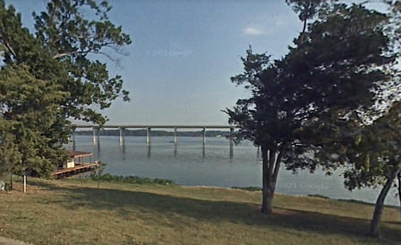 Texas Mom Throws Children off Louisiana Highway Bridge Into Lake